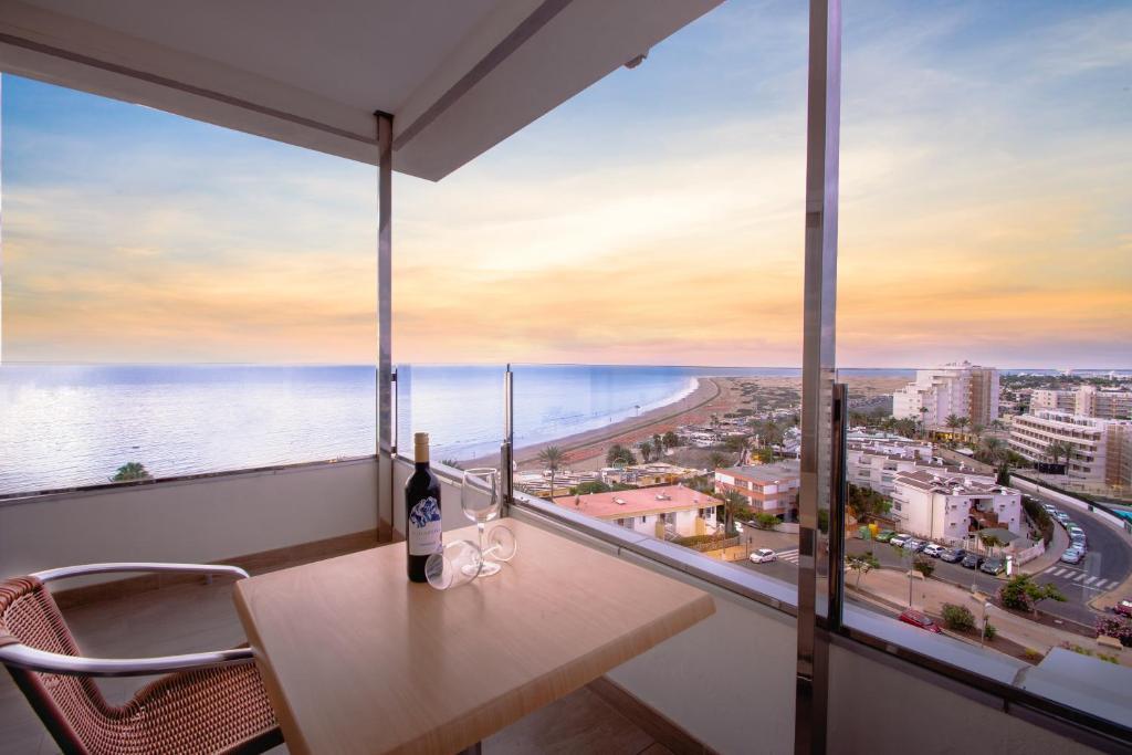 HL Suitehotel Playa del Inglés - Adults Only, Playa del ...