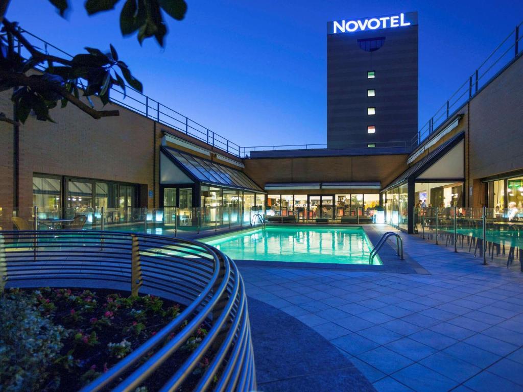 Piscina di Novotel Milano Linate Aeroporto o nelle vicinanze