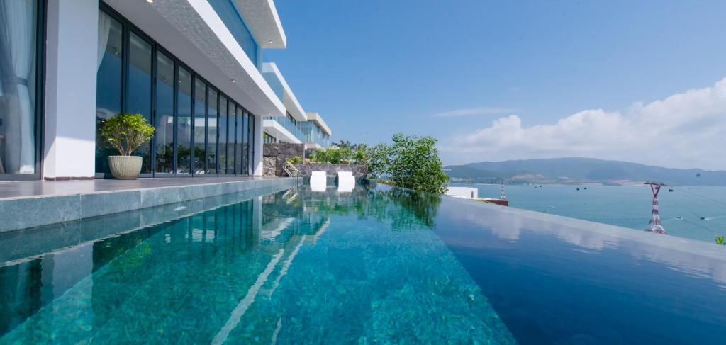 Hồ bơi trong/gần Ocean Front Villas Nha Trang