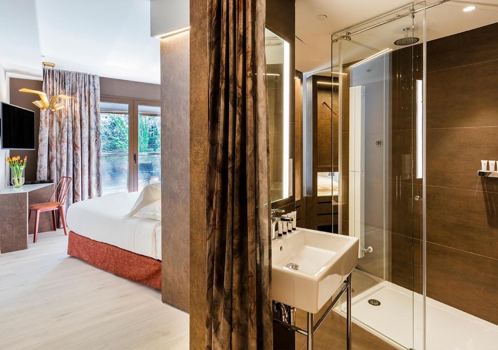 A bathroom at Axel Hotel San Sebastián - Adults Only