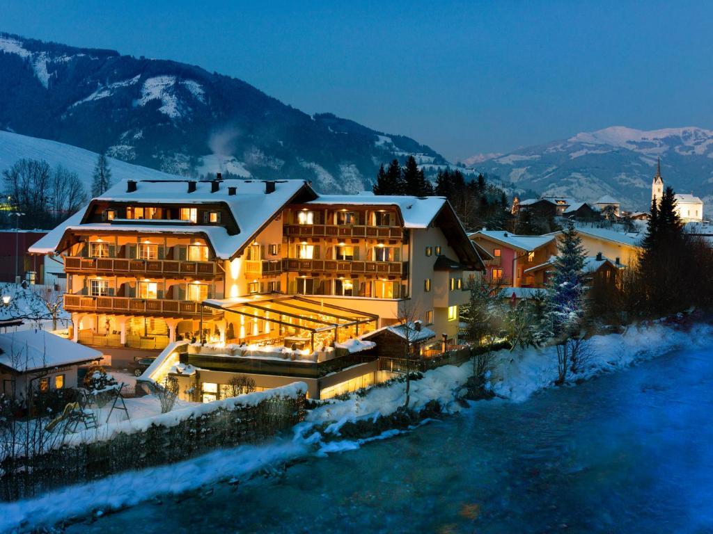 Hotel Kaprunerhof during the winter