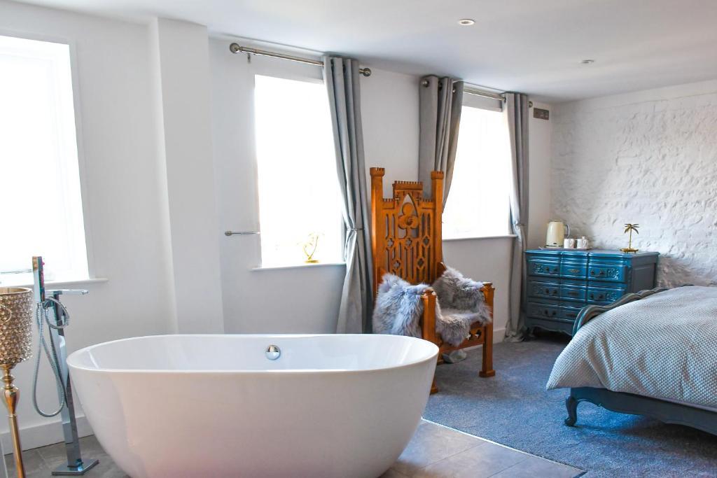 A bathroom at Kings Head, Lewes