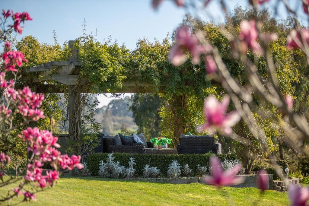 Bed And Breakfast Acacia Heights Gardens Taupo New Zealand