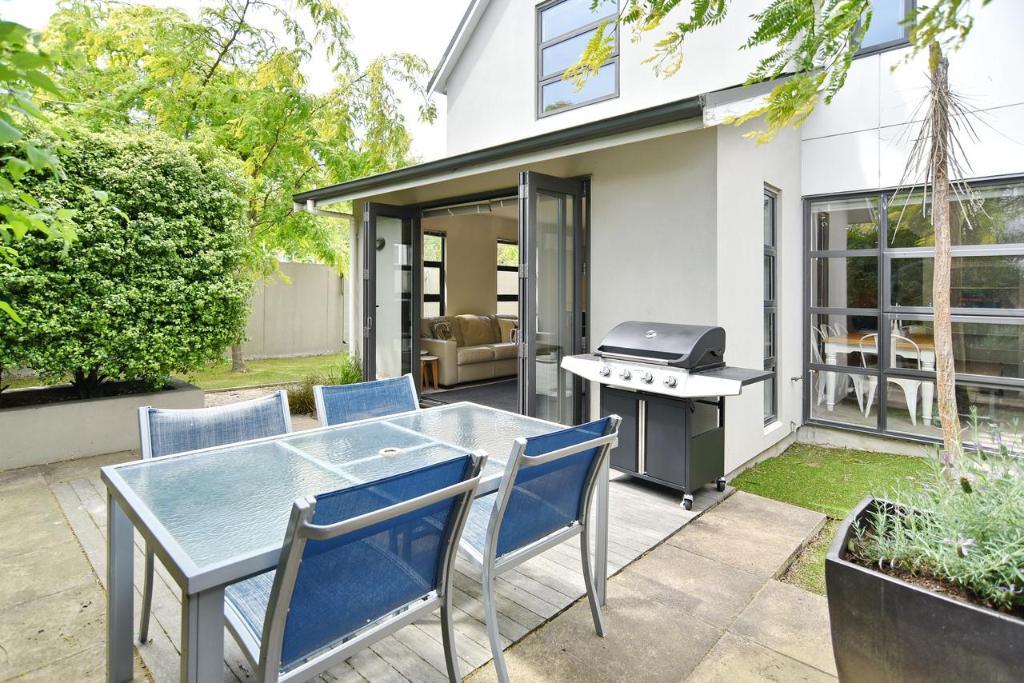 Hagley Apartment - Christchurch Holiday Homes