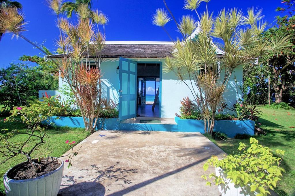 هتل On Beach, Newly Refurbed, Free Kayak, Cook, 2 Big Beds, 3 Guests, (BCRB)