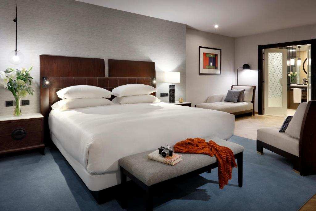 A bed or beds in a room at Hyatt Regency Hesperia Madrid