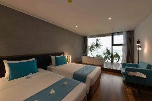 Room #459618025