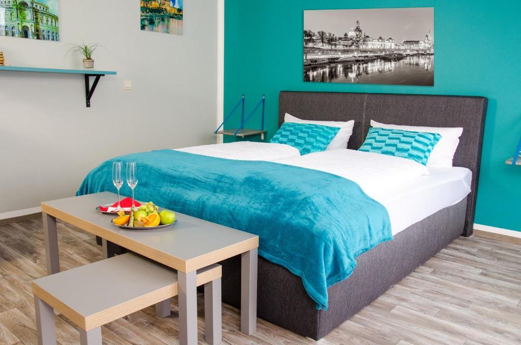 Ein Bett oder Betten in einem Zimmer der Unterkunft underSTAYtement am Schloss