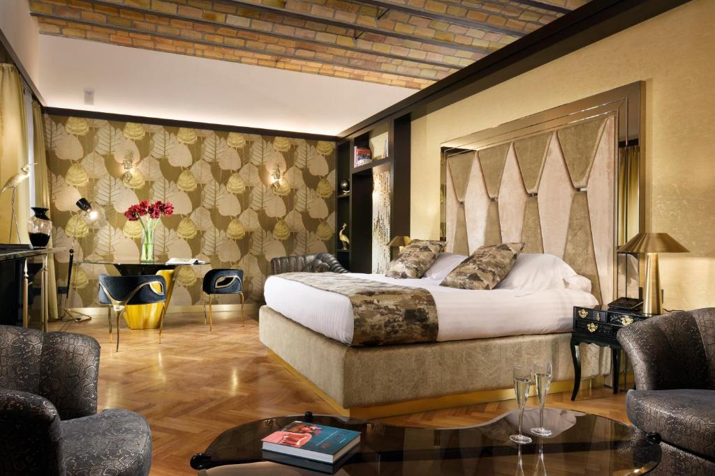 A bed or beds in a room at Lifestyle Suites Rome
