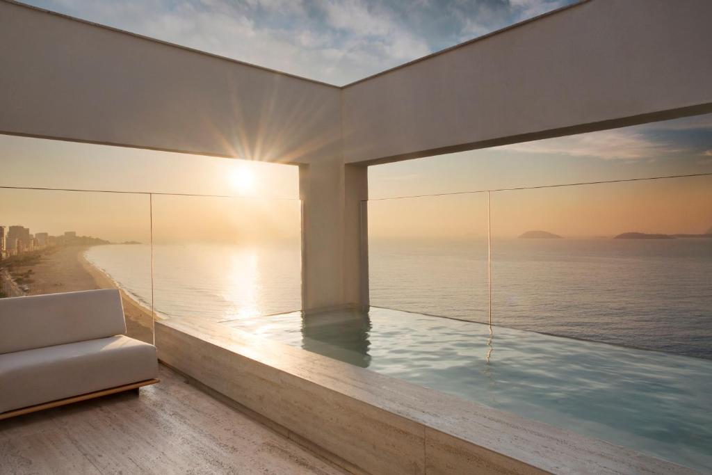 A piscina localizada em JANEIRO Hotel ou nos arredores