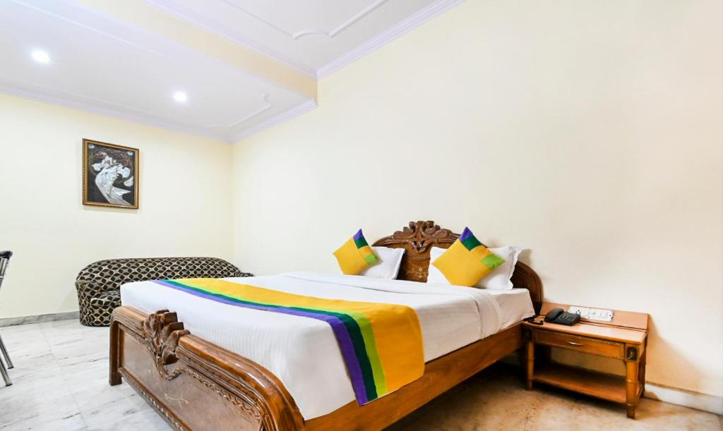 A bed or beds in a room at Treebo Trip Royal Residency