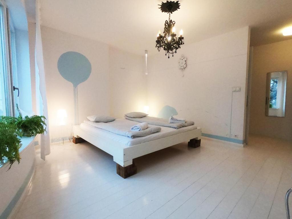 Łóżko lub łóżka w pokoju w obiekcie Lalala
