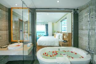 Room #480642824
