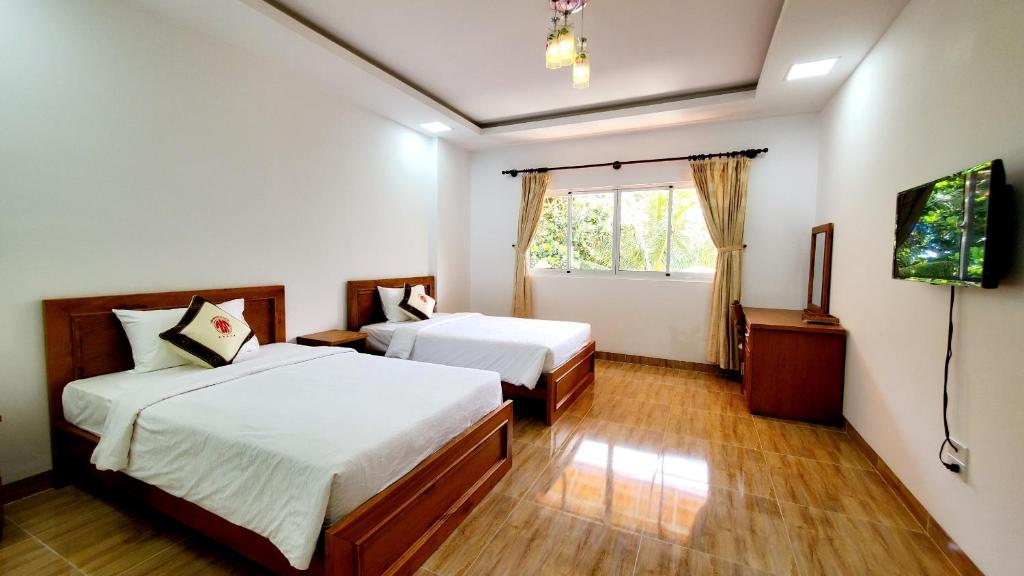 Double or Twin Room with Partial Sea/Mountain View