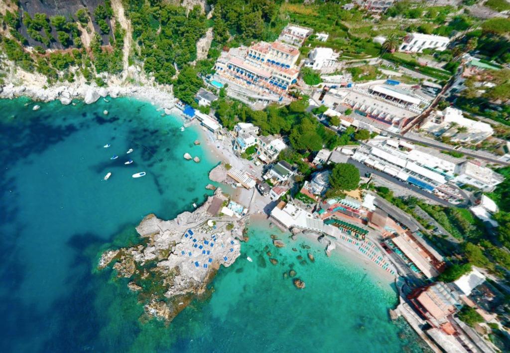 Uma vista aérea de Hotel Weber Ambassador