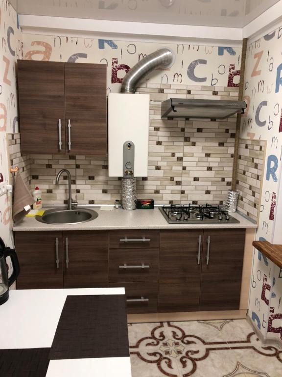 Кухня или мини-кухня в Люкс апартаменты в центре Запорожье (рядом с отелем Интурист)