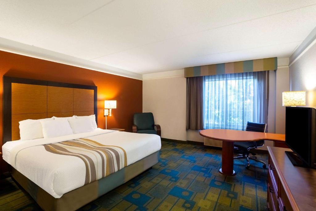 La Quinta Inn & Suites Charlotte Airport South