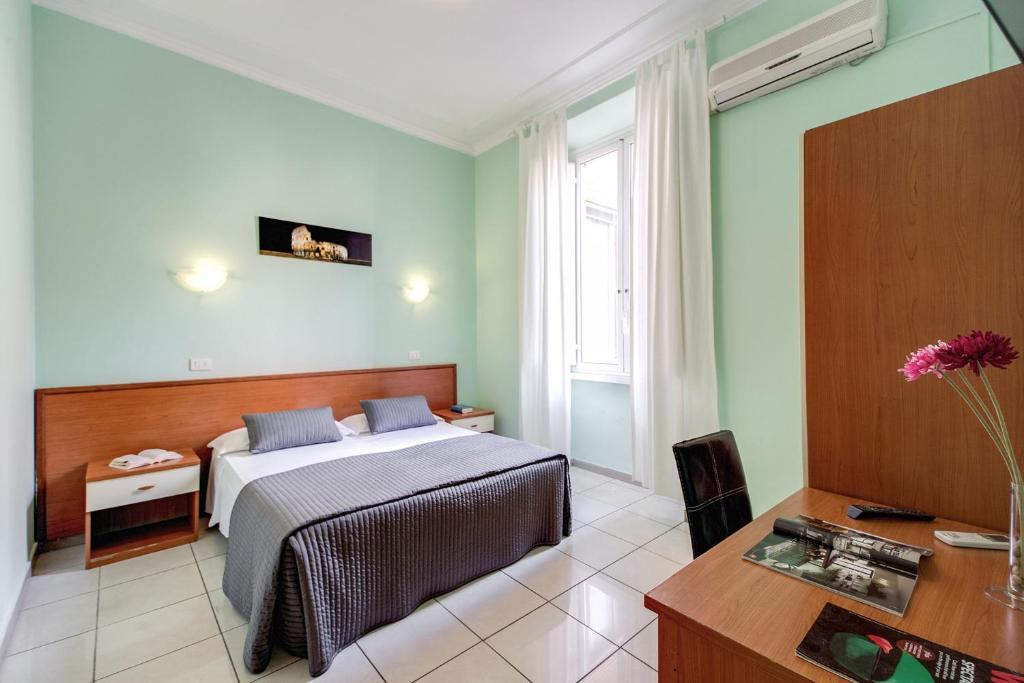 A bed or beds in a room at Hotel Alius
