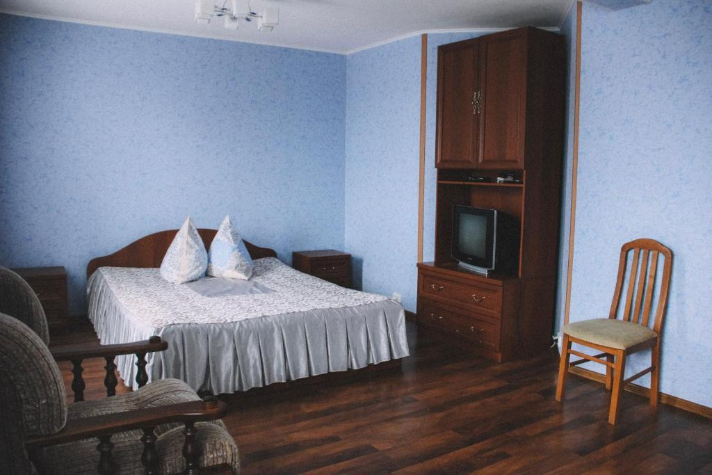 A bed or beds in a room at Lesnaya Gavan Hotel