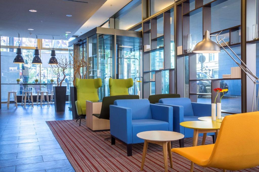 The lounge or bar area at Park Inn by Radisson Stuttgart