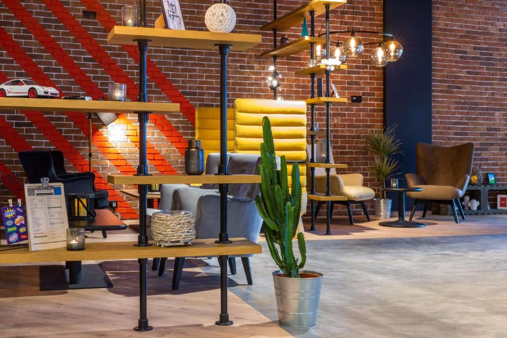 A restaurant or other place to eat at Park Inn by Radisson Poznan