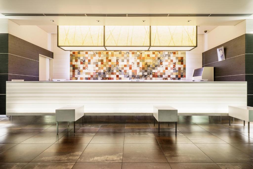 The lounge or bar area at Sotetsu Fresa Inn Higashi Shinjuku
