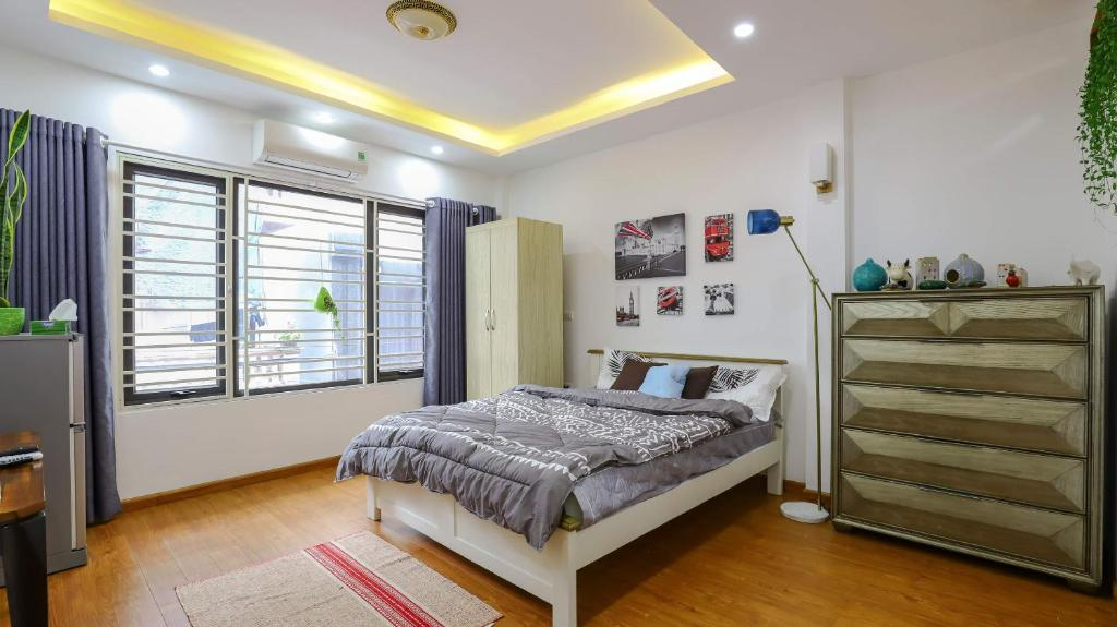 Rustic room with full luxury amenties at Urban House-2mins to West Lake-20mins to airport-5mins to Water Park&Flower Village-full light-stunning&clean-elevator