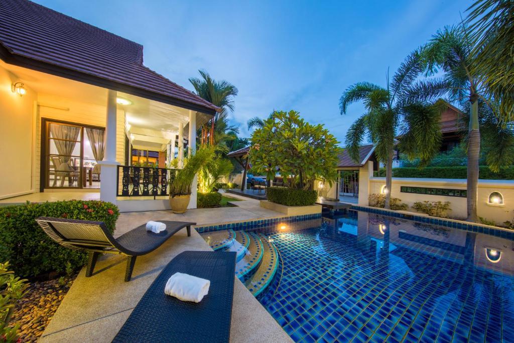 The swimming pool at or near Green Residence Pool Villa Pattaya