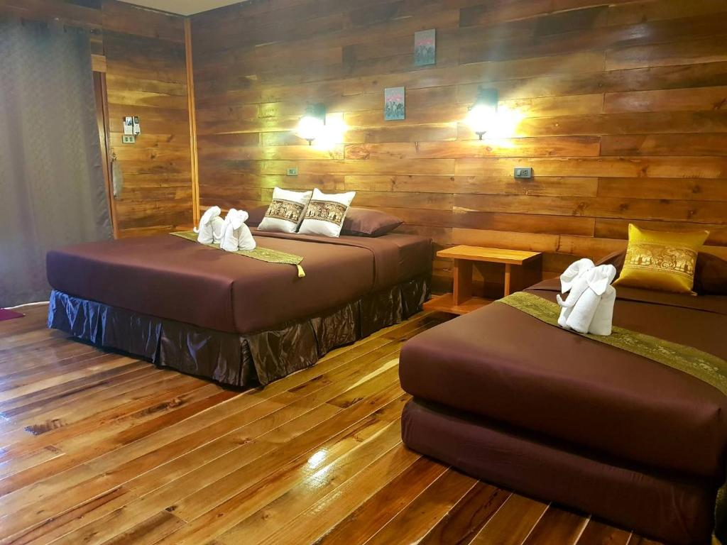 En eller flere senge i et værelse på Lanta smile resort @ longbeach