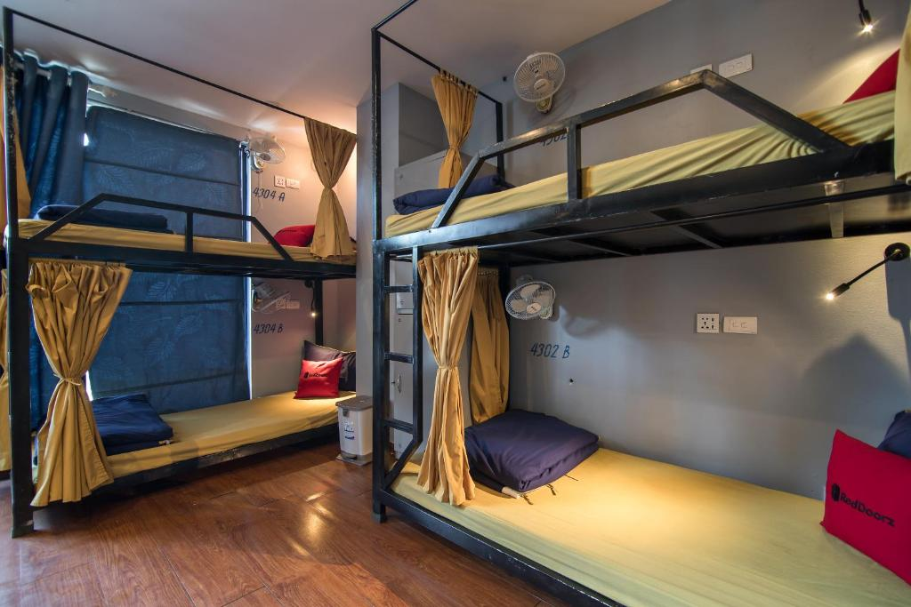 A bunk bed or bunk beds in a room at RedDoorz Hostel @ Signature Inn