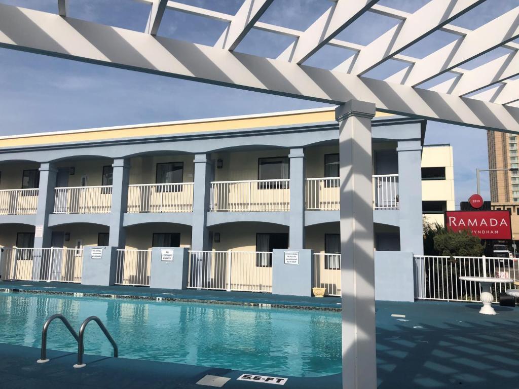 Hotel Ramada By Wyndham Virginia Beach