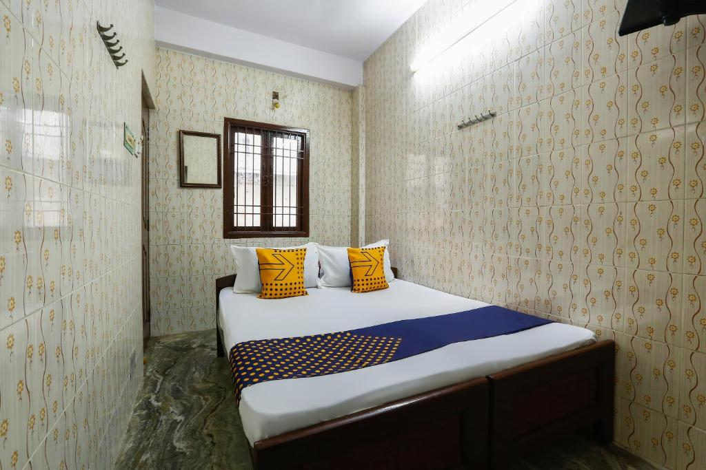 Spot On 49026 Ams Guest House Chennai India Booking Com