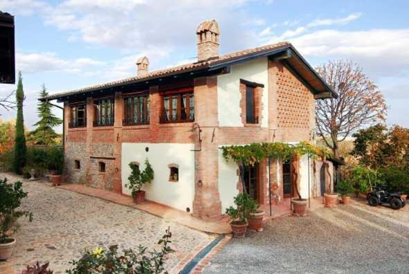 Casa de campo La Buca (Italia Castello di Serravalle ...