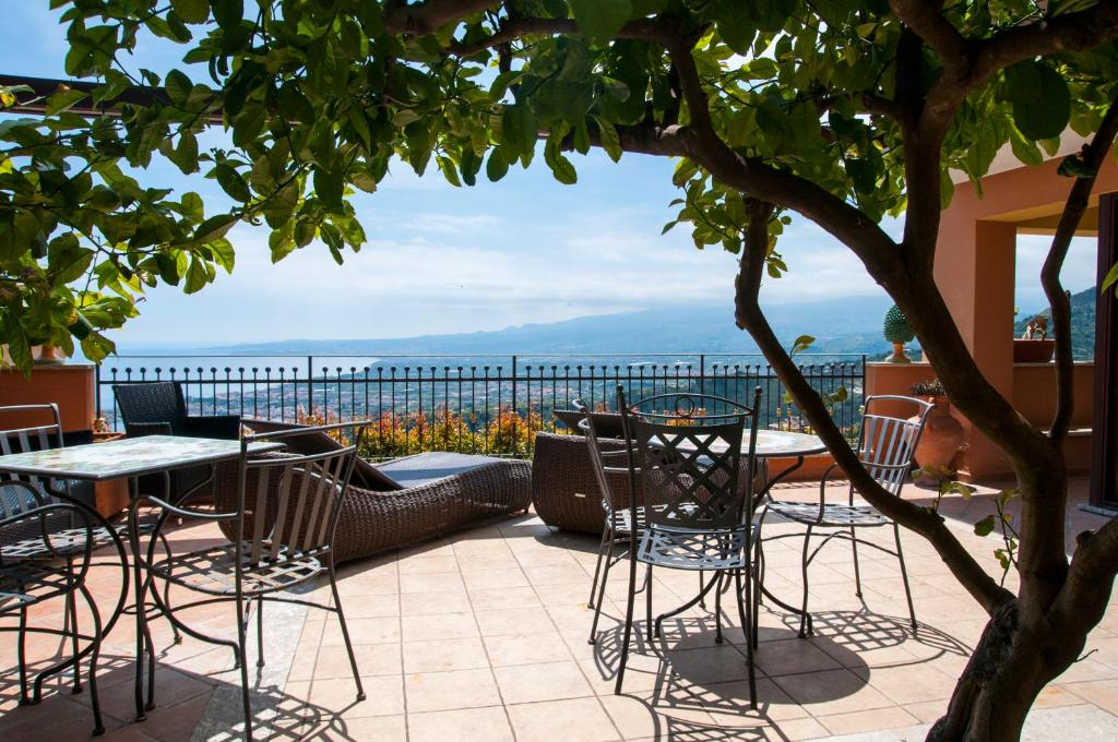 Villa Le Terrazze Charming Rooms Taormina Italy Booking Com