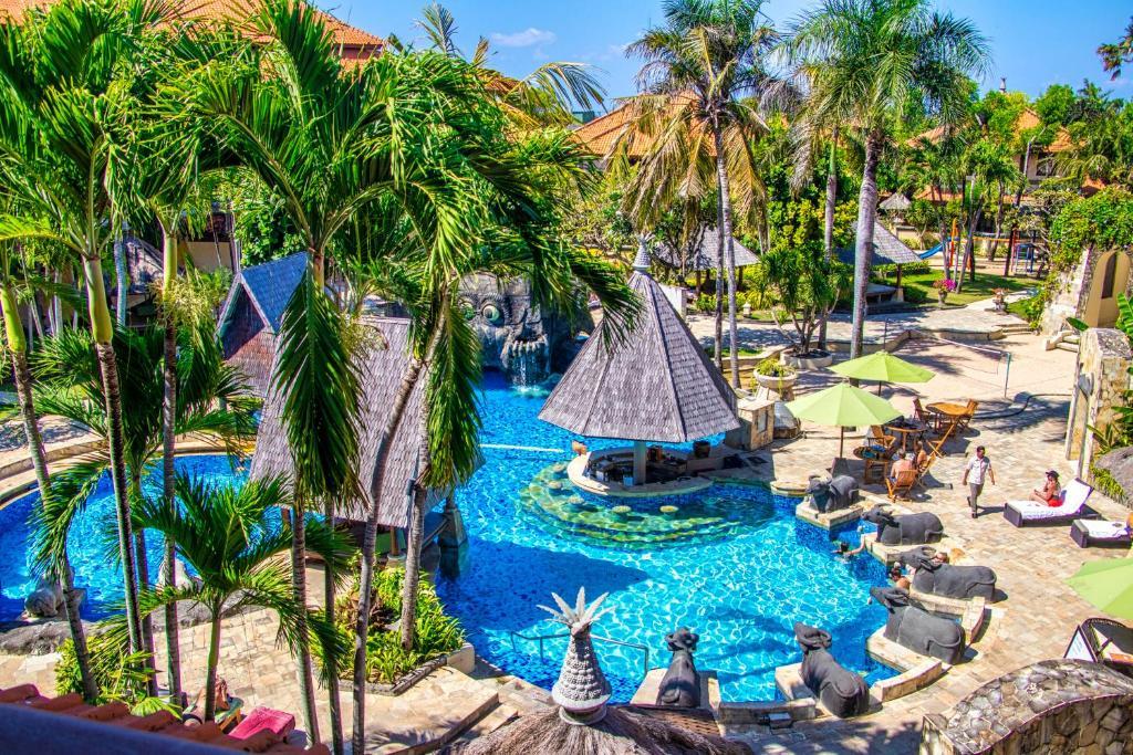 Uitzicht op het zwembad bij CAMAKILA Tanjung Benoa of in de buurt