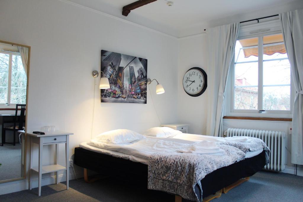 Ein Bett oder Betten in einem Zimmer der Unterkunft Hotell Äppelviken