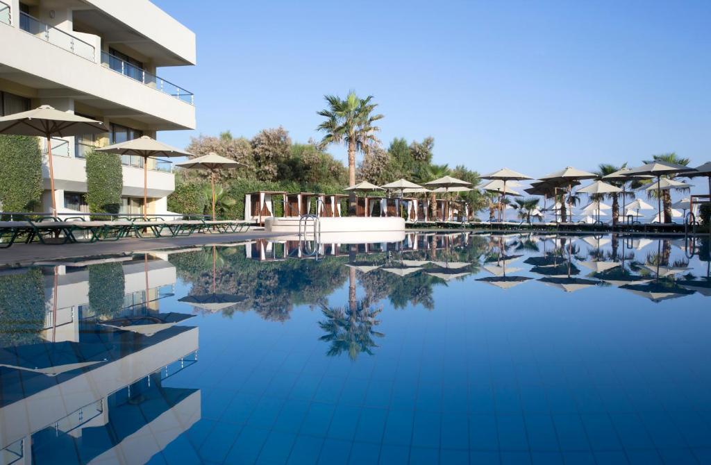Piscina di Thalassa Beach Resort & Spa (Adults Only) o nelle vicinanze