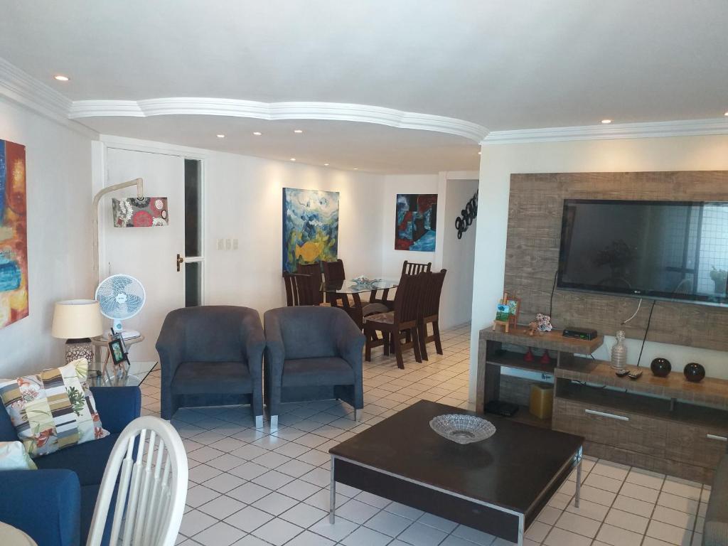 A restaurant or other place to eat at Apartamento em Boa Viagem