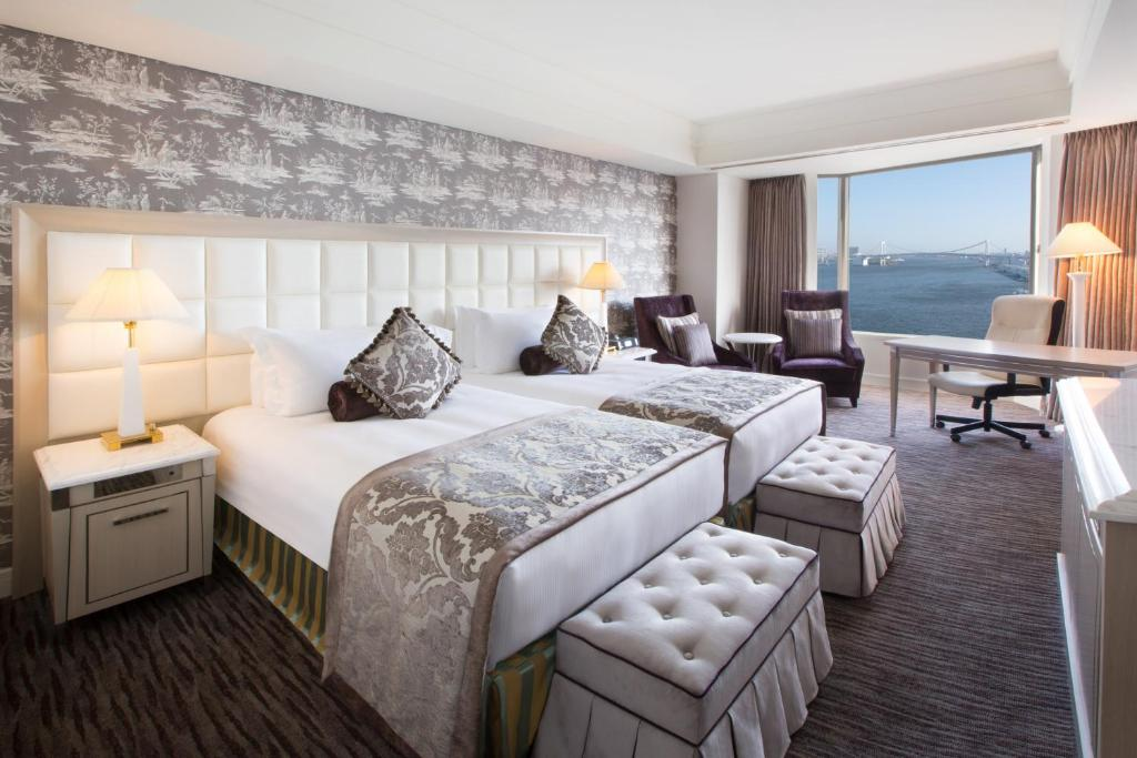 A bed or beds in a room at InterContinental Tokyo Bay