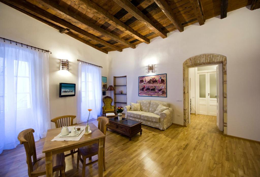 Area soggiorno di Castelletto Suites
