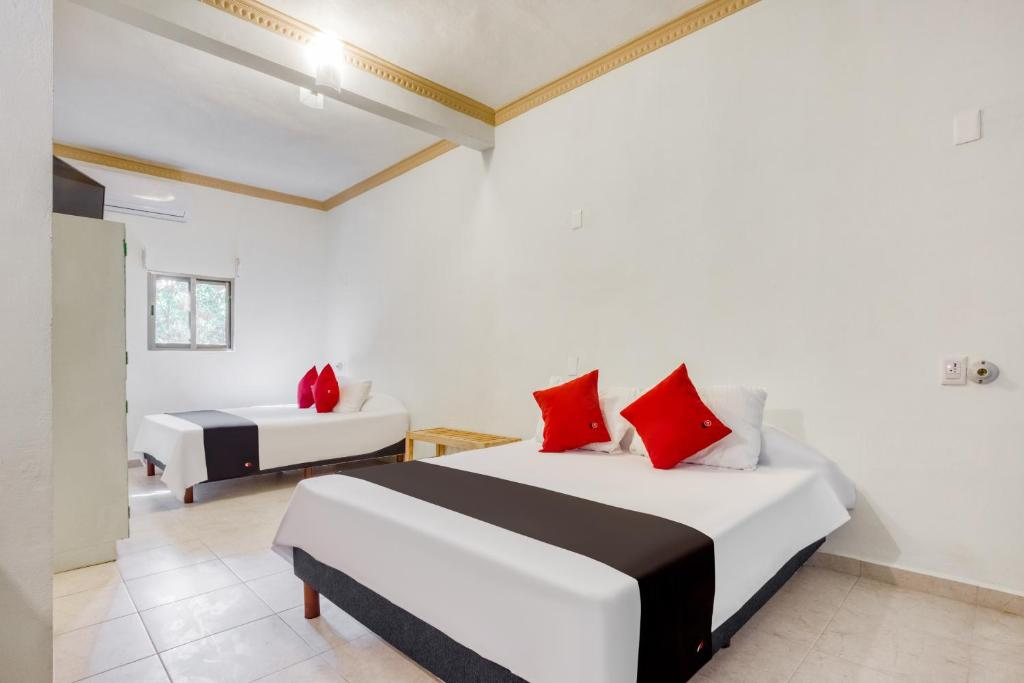 A bed or beds in a room at Hotel Arco Maya