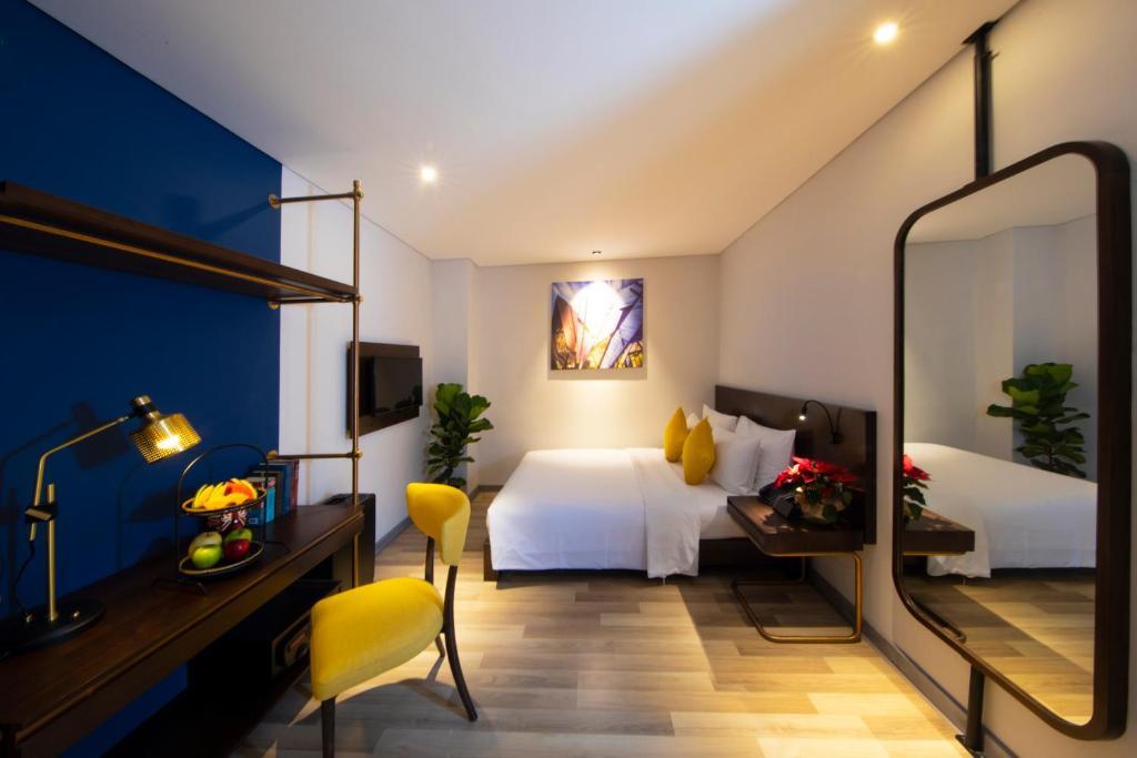 Phòng Deluxe Giường Đôi Không Có Cửa Sổ - Kèm Quyền Sử Dụng Hồ Bơi Trên Sân Thượng & Phòng Xông Hơi Khô