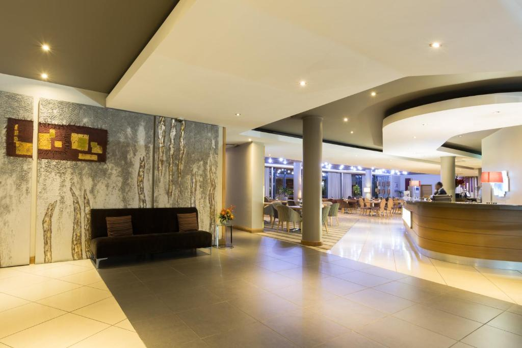 The lobby or reception area at Holiday Inn Express Sandton-Woodmead