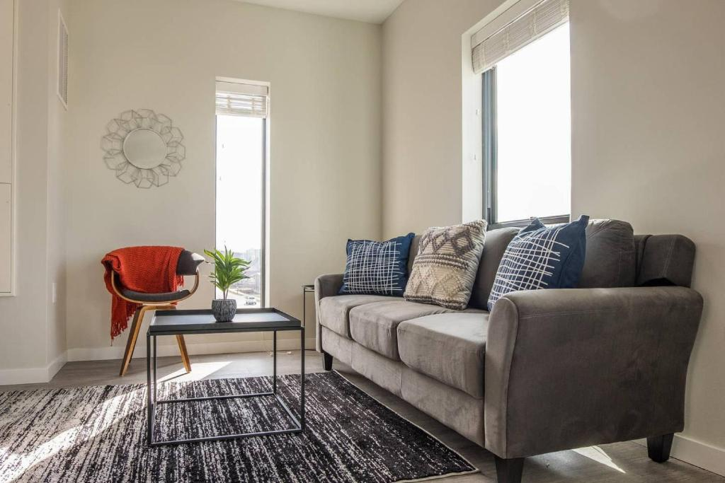 A seating area at Open 1BR Apt in Capitol View South with Parking