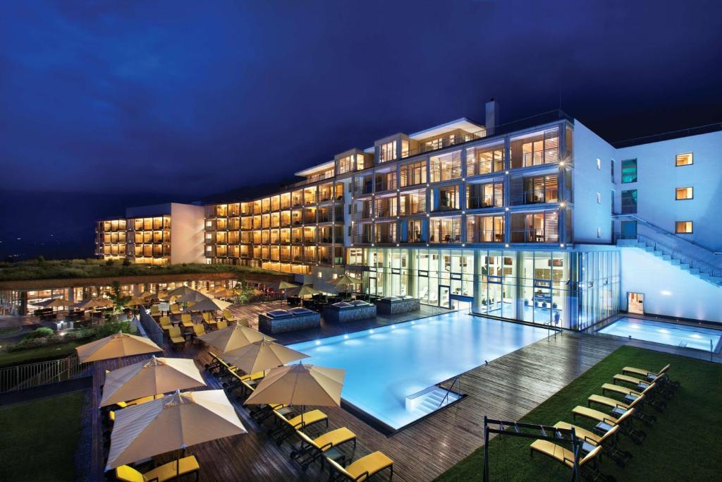 The swimming pool at or close to Kempinski Hotel Das Tirol
