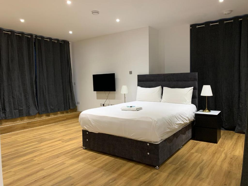 A bed or beds in a room at Greenwich Open Plan