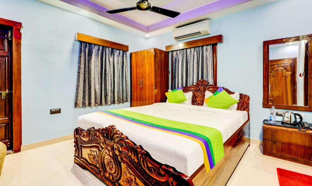 A bed or beds in a room at Treebo Trend The Eden