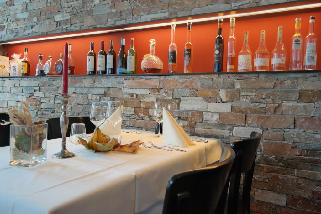 Ein Restaurant oder anderes Speiselokal in der Unterkunft Gasthaus zum Ochsen