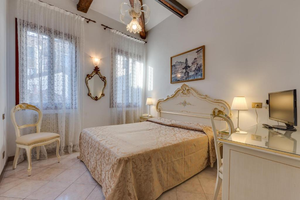 A bed or beds in a room at Hotel Bernardi Semenzato