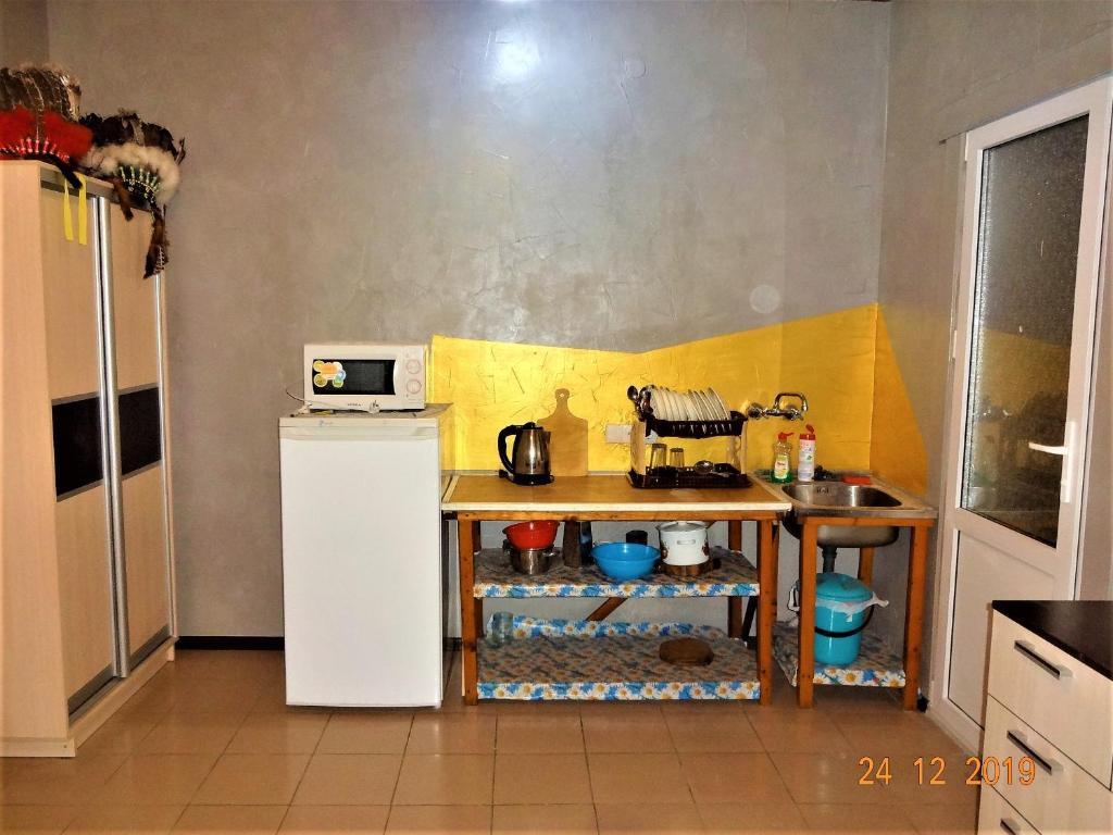 A kitchen or kitchenette at Guest House Azovsafari